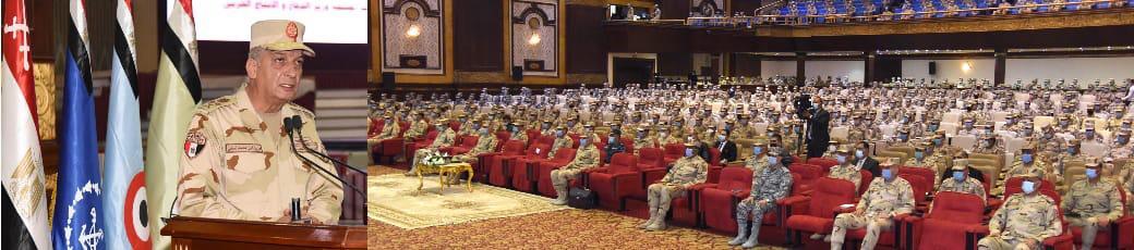 وزير الدفاع يلتقى أبطال الجيش الثانى