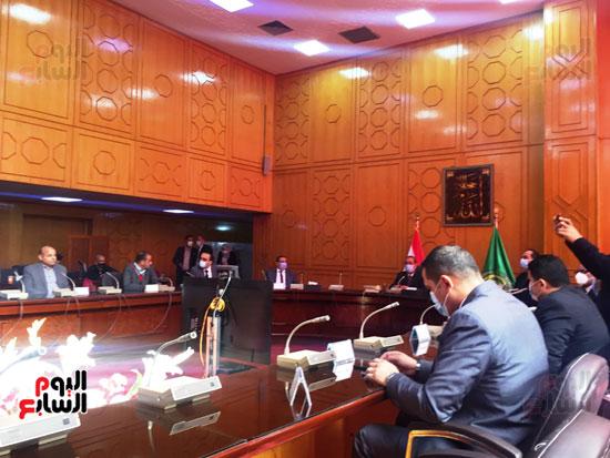 الدكتور-أحمد-السبكى-يكشف-خطوات-التسجيل-في-منظومة-التأمين-الصحى-الشامل-(4)