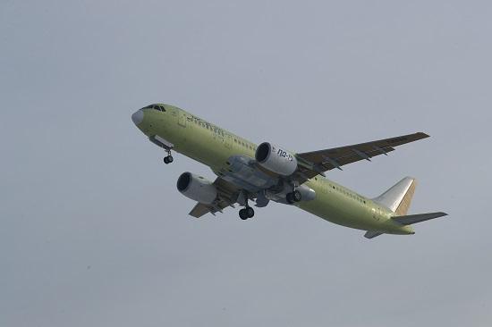 الطائرة الروسية أثناء التحليق