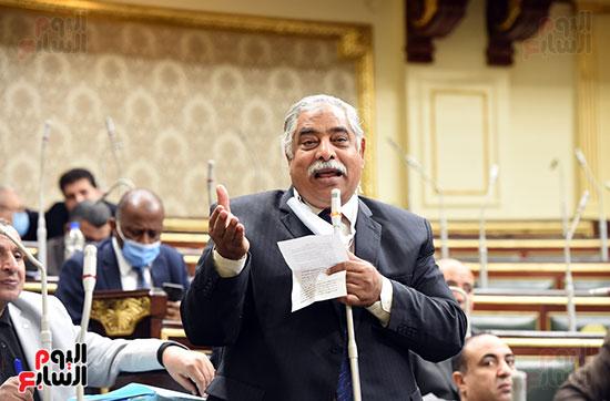 احد النواب خلال الجلسه