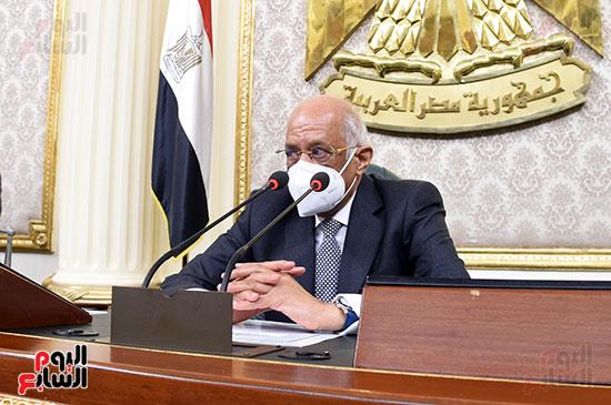 الدكتور على عبد العال رئيس مجلس النواب اثناء انعقاد الجلسه