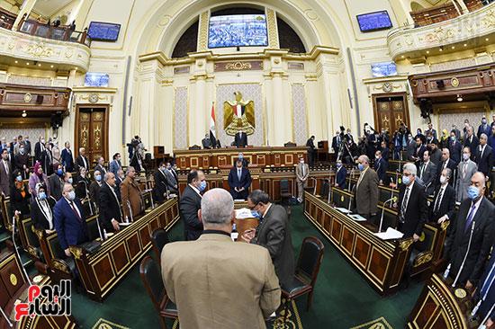 النواب داخل المجلس