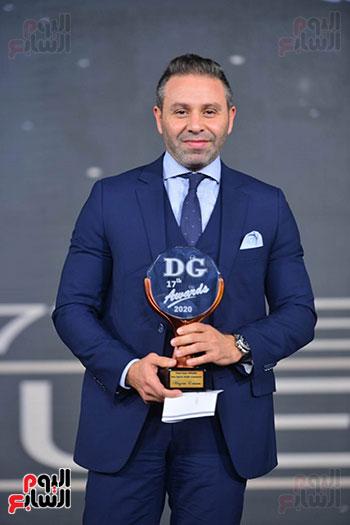 حازم إمام يتسلم جائزة دير جيست