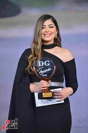ليلى أحمد زاهر تتسلم جائزة دير جيست