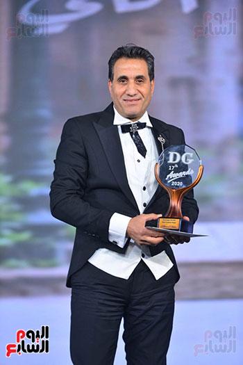 المطرب أحمد شيبه يتسلم جائزة دير جيست