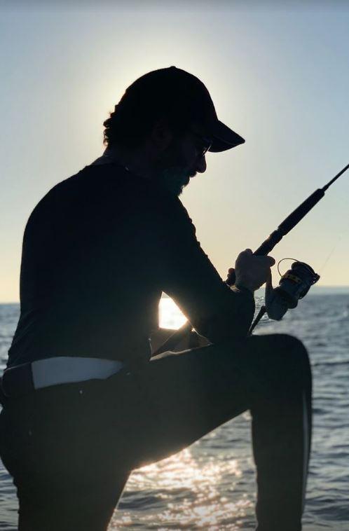أحمد حلمي  يستمتع برحلة صيد