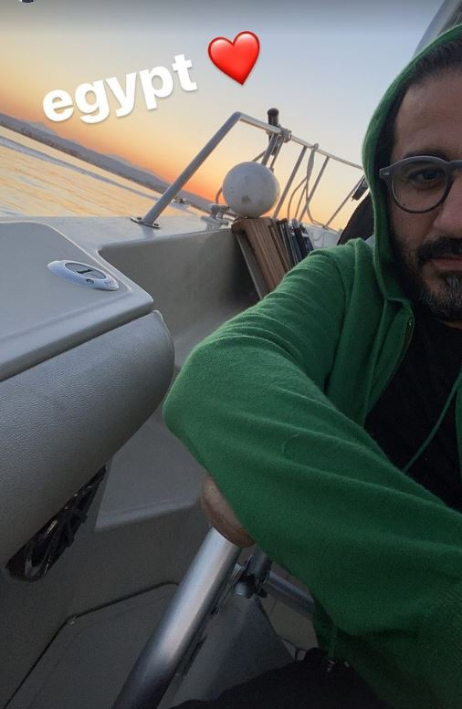 الفنان أحمد حلمي في رحلة صيد بمصر