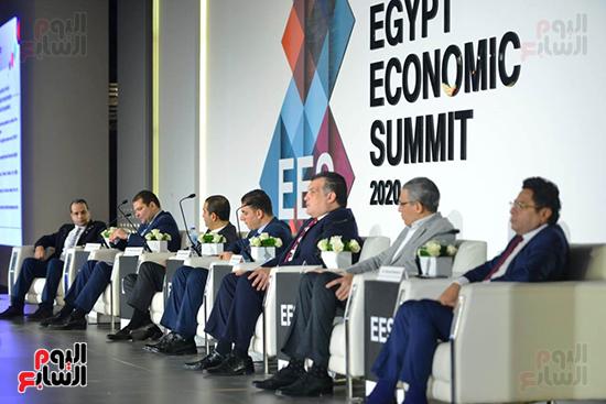 الجلسة الثانية بـقمة مصر الاقتصادية (15)