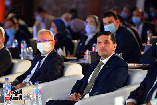الجلسة الثانية بـقمة مصر الاقتصادية (21)
