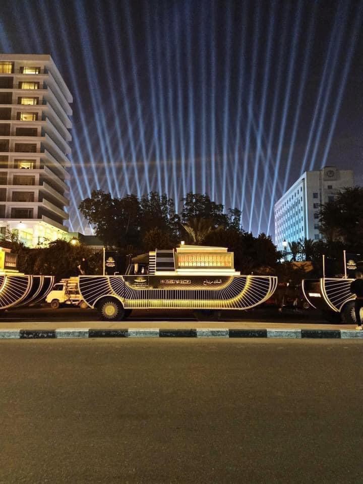 جانب آخر من بروفة نقل المومياوات الملكية حول مسلة ميدان التحرير