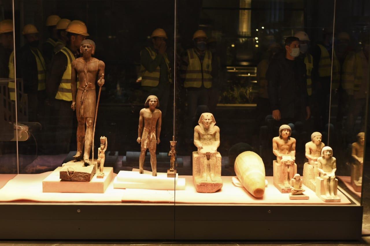 بعض القطع الأثرية المعروضة