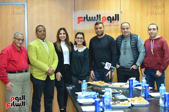 رامى صبرى مع زملاء قسم الفن باليوم السابع
