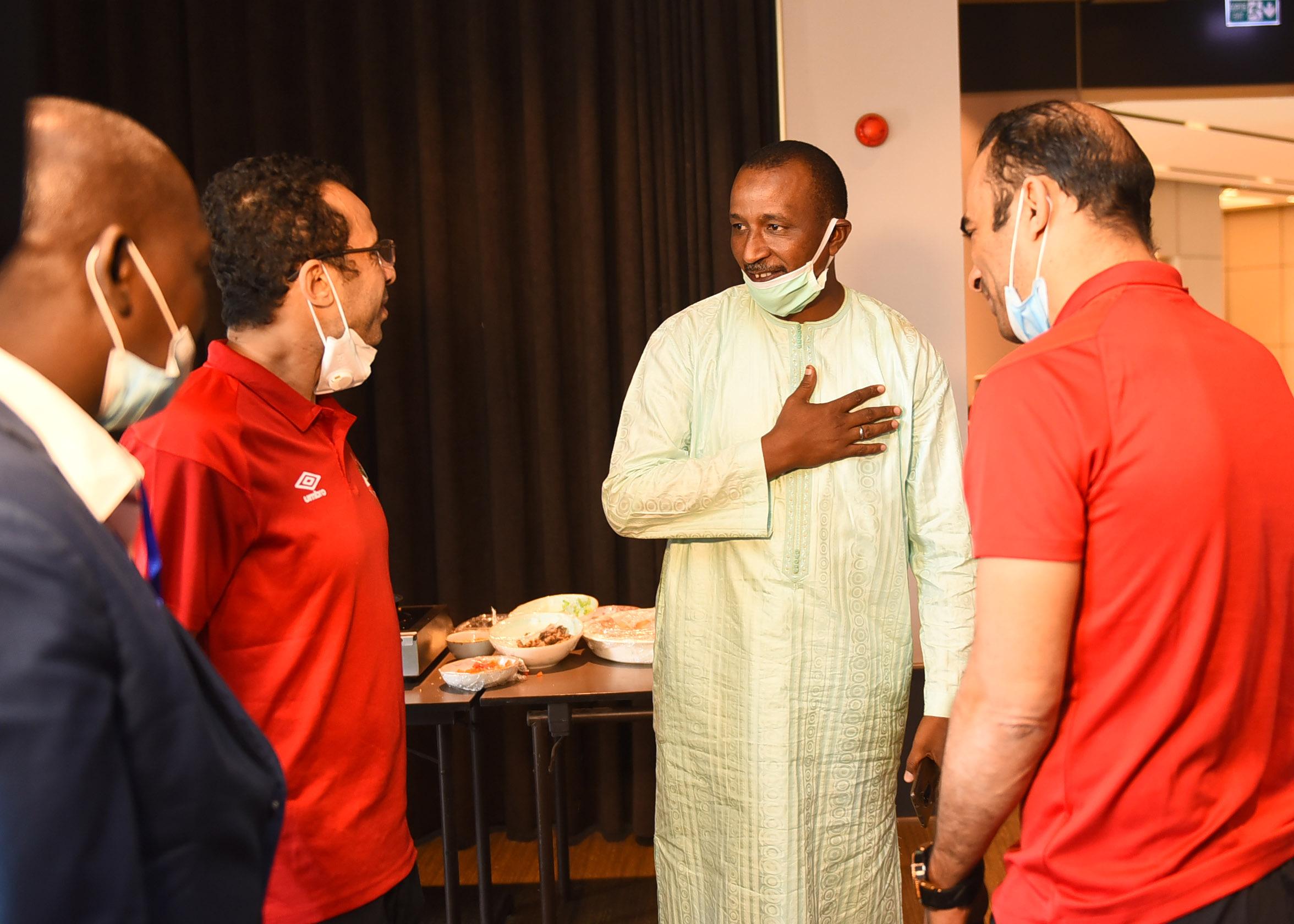 رئيس سونيديب في زيارة بعثة الاهلي
