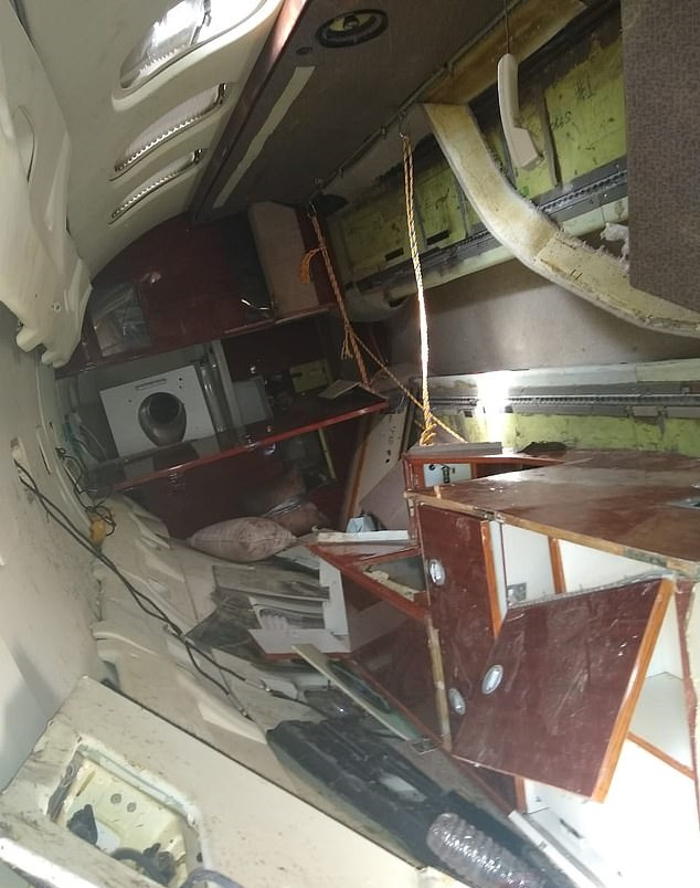 A plane crash reveals a cocaine smuggling of 16 million dollars in Guatemala ... Photos (2)
