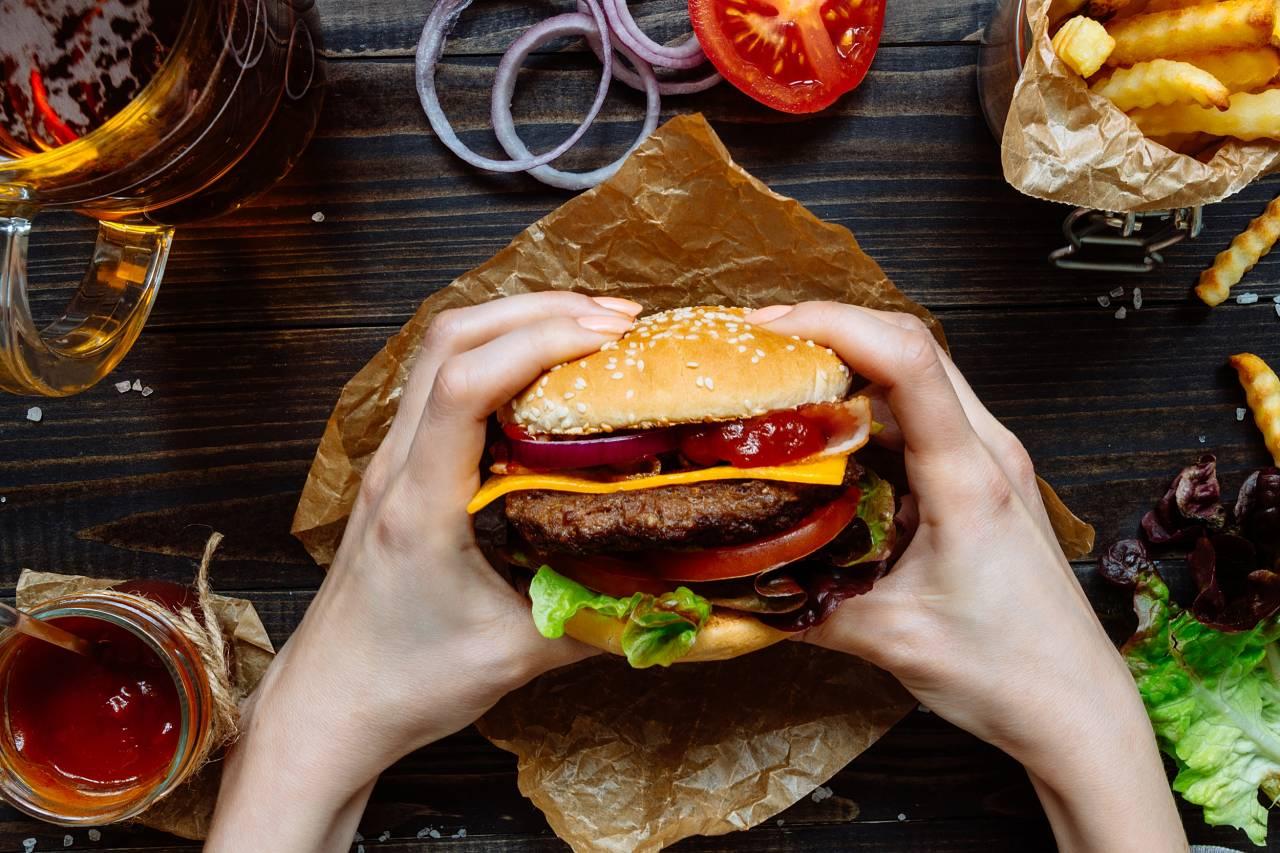 170725-better-cheat-day-hamburger-se-540p_ddc2c6fe4868cc65d515d2e0d22a08d6_766871