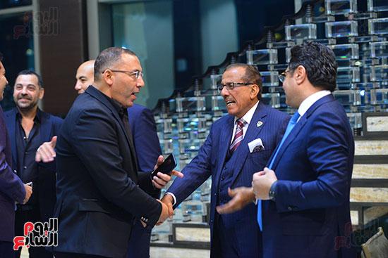 المحامى خالد ابو بكر ورجل العمال خلف الحبتور وخالد صلاح (2)