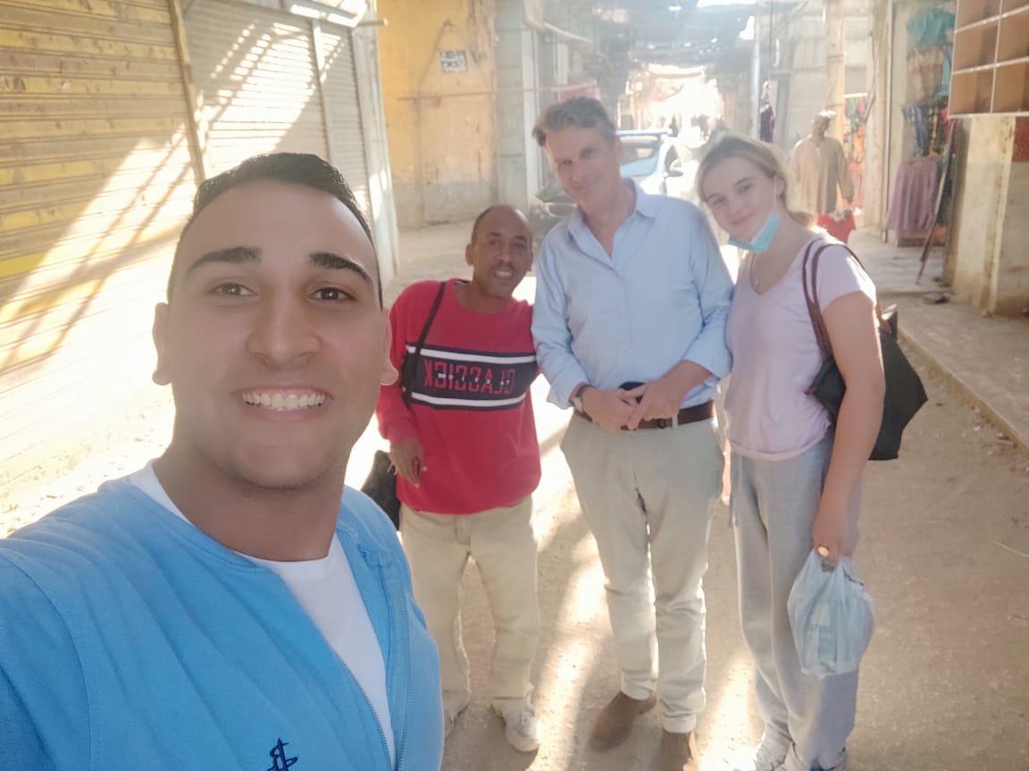 السفير البريطاني بالقاهرة وعائلته في زيارة لمعبد خنوم والمعالم الآثرية بإسنا (4)