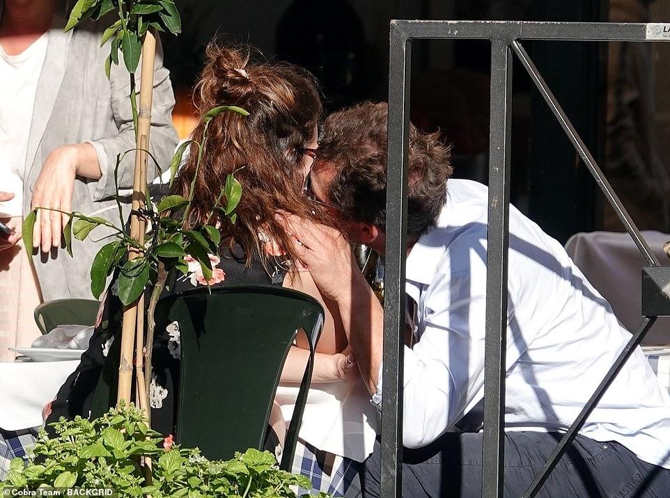 دومينيك ويست مع ليلى جيمس في روما