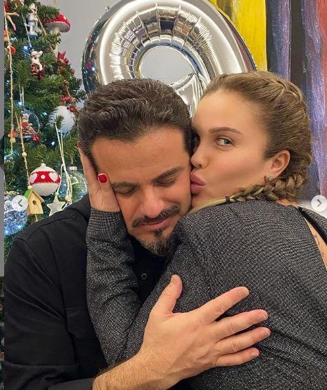 نيكول سابا بصحبة زوجها