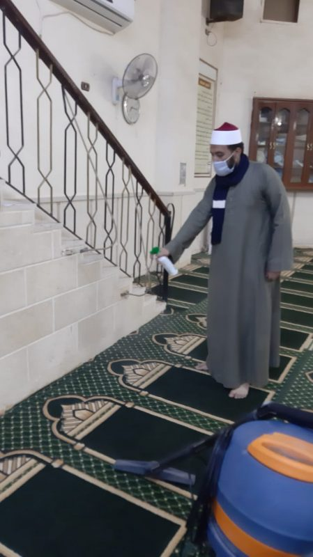 تعقيم جميع أركان المسجد