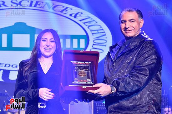 تكريم بوسى من جامعة مصر للعلوم والتكنولوجيا