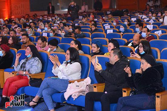 الالتزام بالتباعد الاجتماعى فى حفل بوسى بجامعة مصر للعلوم والتكنولوجيا