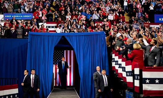 ترامب في تجمع حاشد بعنوان حافظ على أمريكا عظيمة