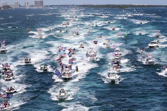 شارك أنصار الرئيس ترامب في استعراض للقوارب لتأييده