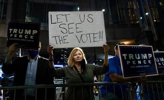 تظاهرت مؤيدة للرئيس ترامب أثناء فرز الأصوات