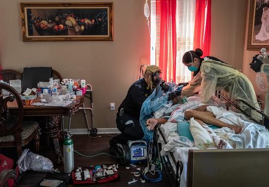 حالة مصابة بكورونا قبل نقلها للمستشفى مباشرة