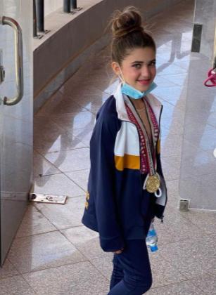 ابنة مصطفى قمر تحتفل بفوزها بالذهبية