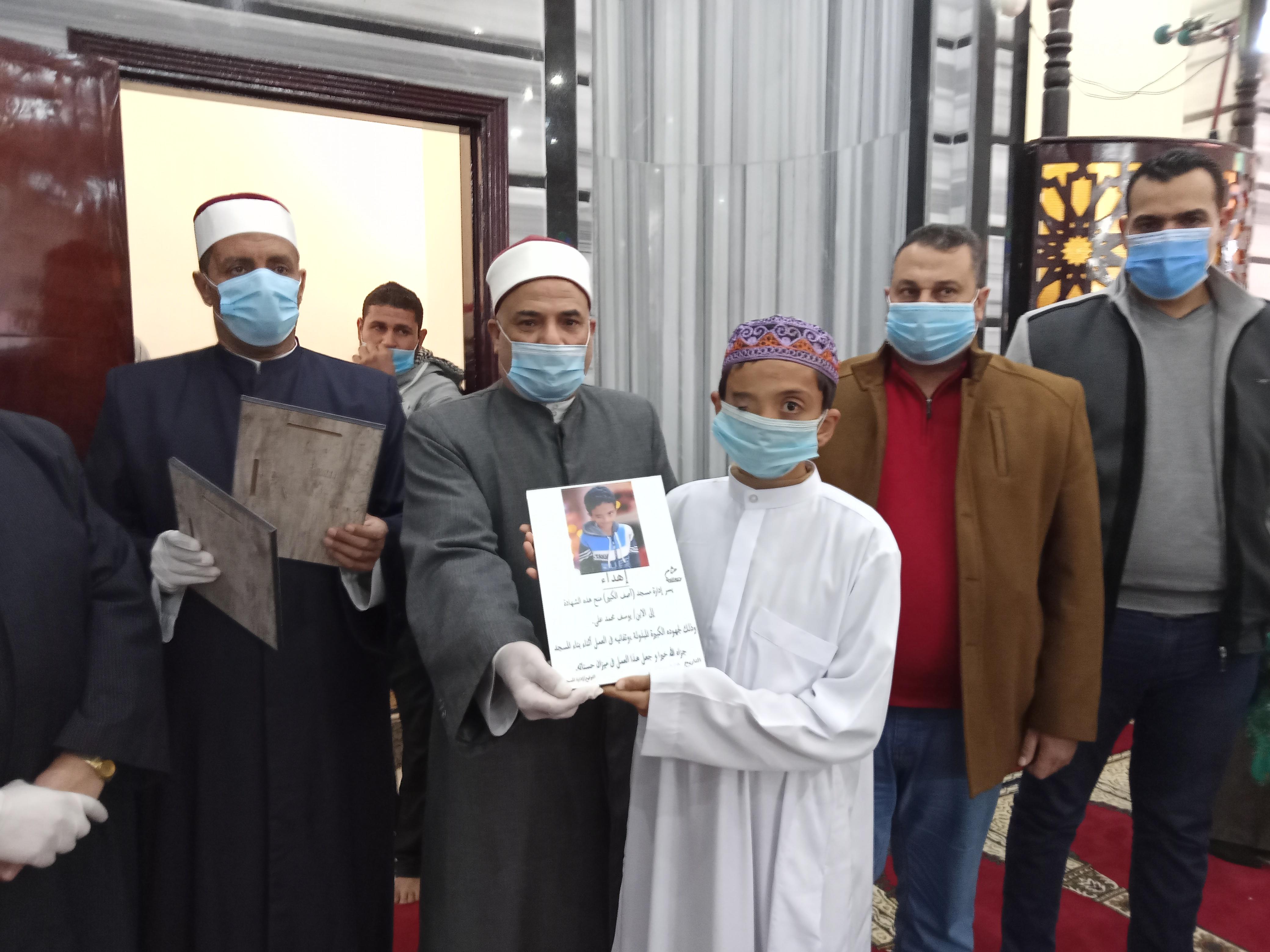 تكلريم طفل شارك في بناء مسجد بحضور وكيل أواف كفر الشيخ