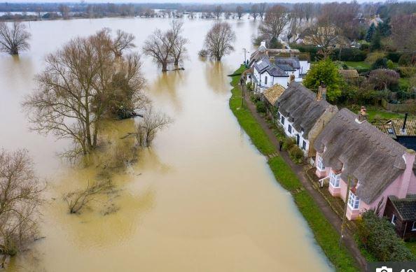 الفيضانات تضرب كامبريدجشير