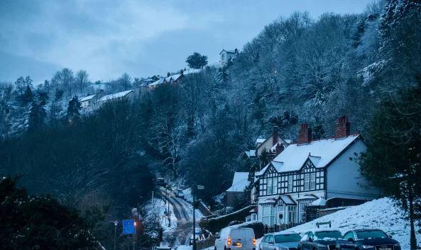 الثلوج تغطي مناطق عديدة في بريطانية