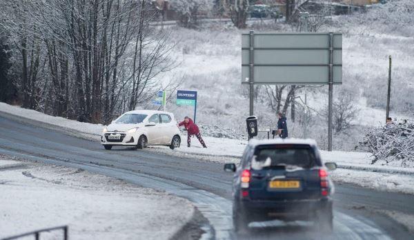 الثلوج تعوق حركة المرور