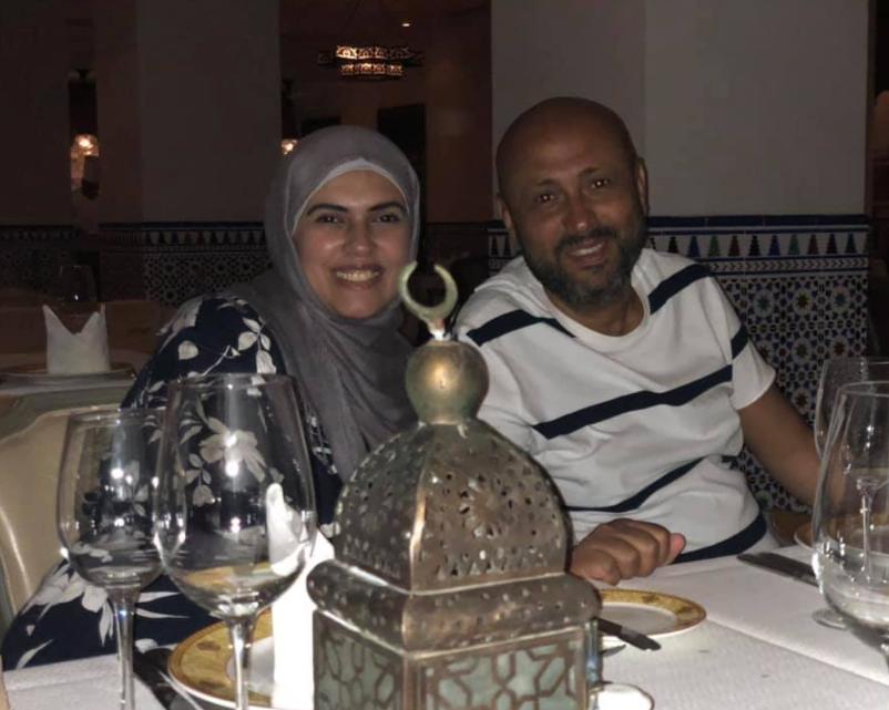 الفنان جمال يوسف بصحبة زوجته