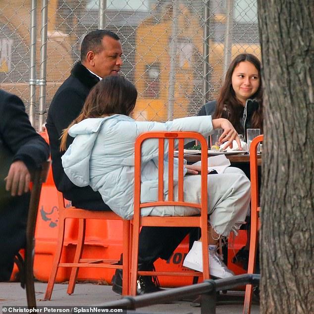أليكس رودريجيز مع بناته في نيويرك