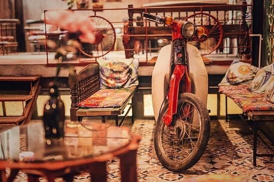 استخدام الدراجة النارية كمنضدة