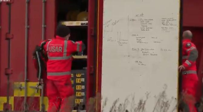 فرق الطوارئ في محيط الانفجار