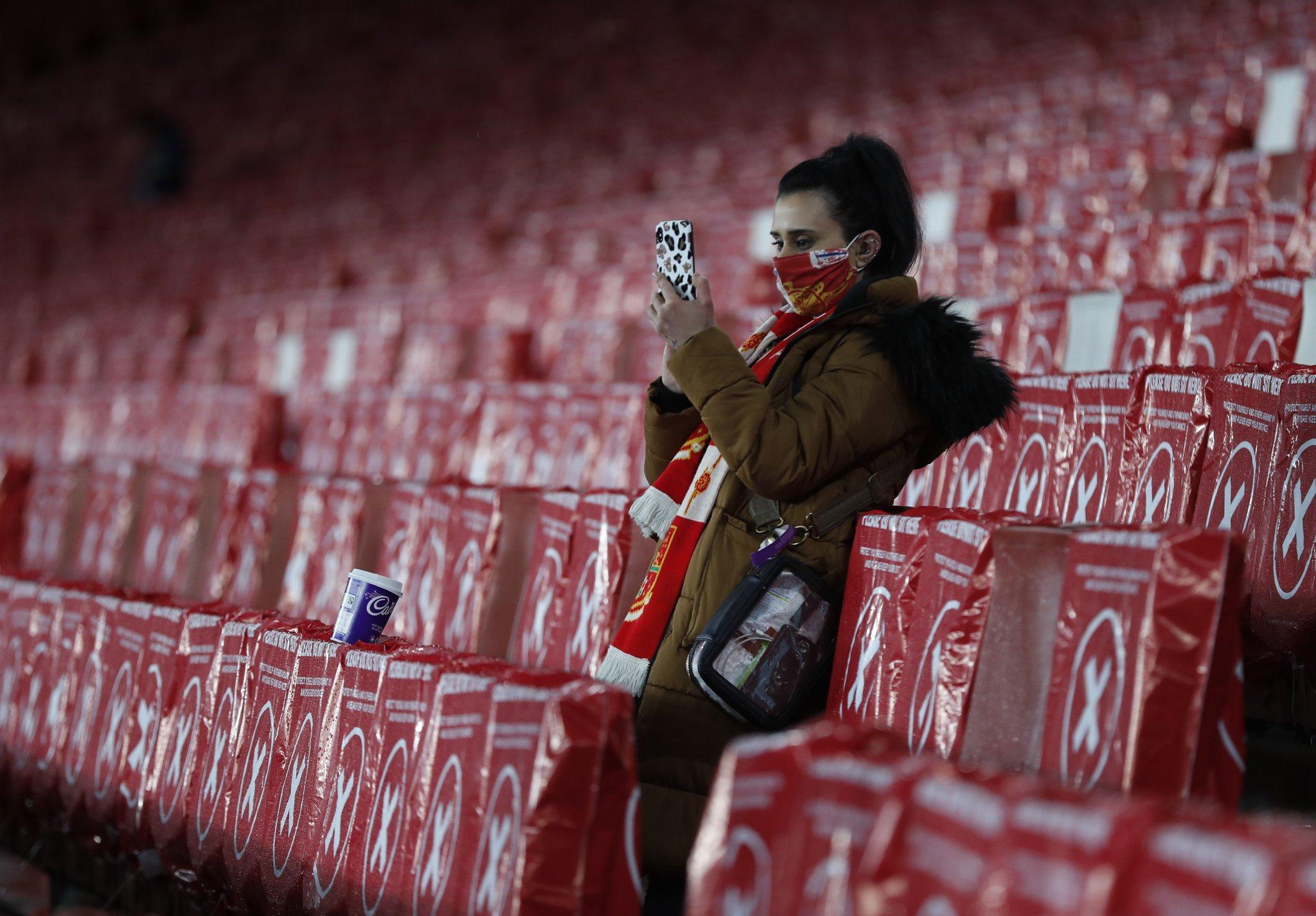 جماهير ارسنال فى ملعب الامارات (3)