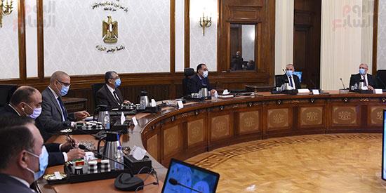 رئيس الوزراء يتابع موقف تنفيذ مشروعات تنمية الريف المصرى (1)