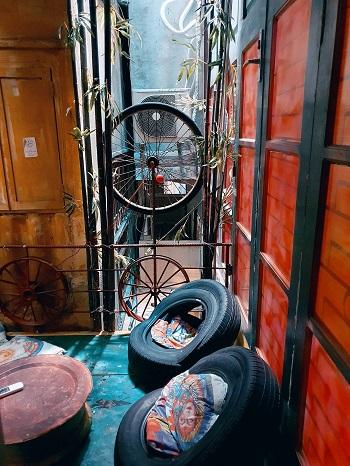 إطارات الدراجات كوسائد للنوم
