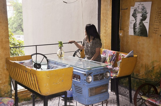 التقاط الصور فى المقهى