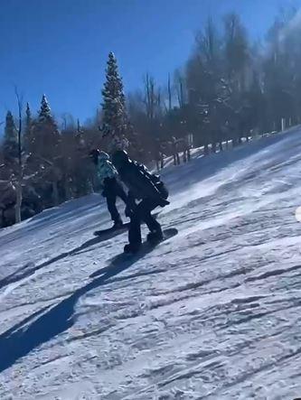 كايلي وكيندال جينر تودعان العام 2020 برحلة تزلج