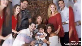 صورة عائلية لأسرة الفنانة ليلى علوي