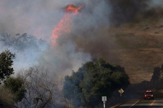 تجدد الحرائق فى غابات كاليفورنيا والنيران تلتهم مساحات واسعة (1)