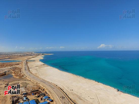 الشاطئ الساحلى بطول 14كيلو متر
