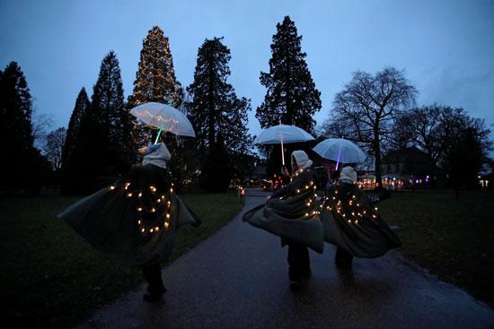 تحضيرات الكريسماس.. أضواء أعياد الميلاد تضيئ ليل بريطانيا (2)