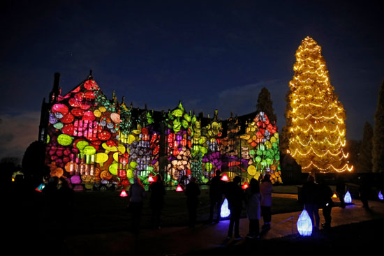 تحضيرات الكريسماس.. أضواء أعياد الميلاد تضيئ ليل بريطانيا (4)