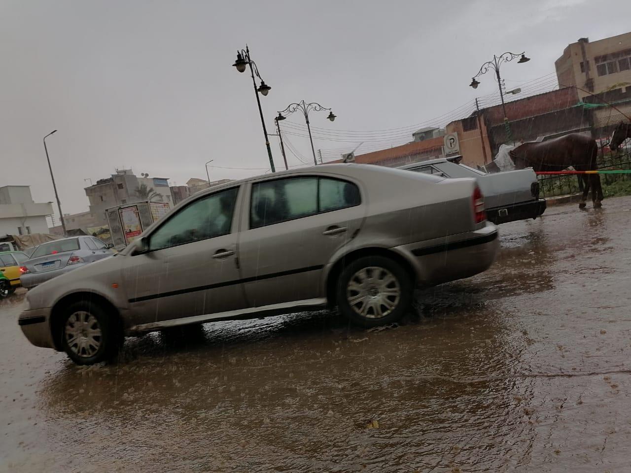 سقوط أمطار على سواحل البحيرة  (1)
